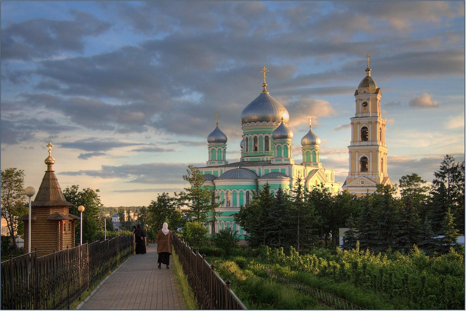 Мы хотим рассказать о духовных и культурных ценностях российской земли