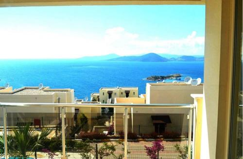 2 Bedroom Apartment Sea View 4 by Likya Global