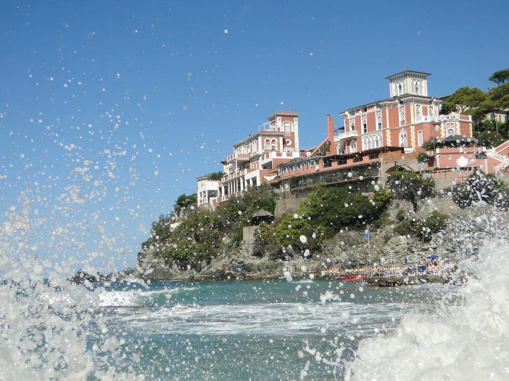 какой песок на пляжах кастильончелло италия фото видимо все