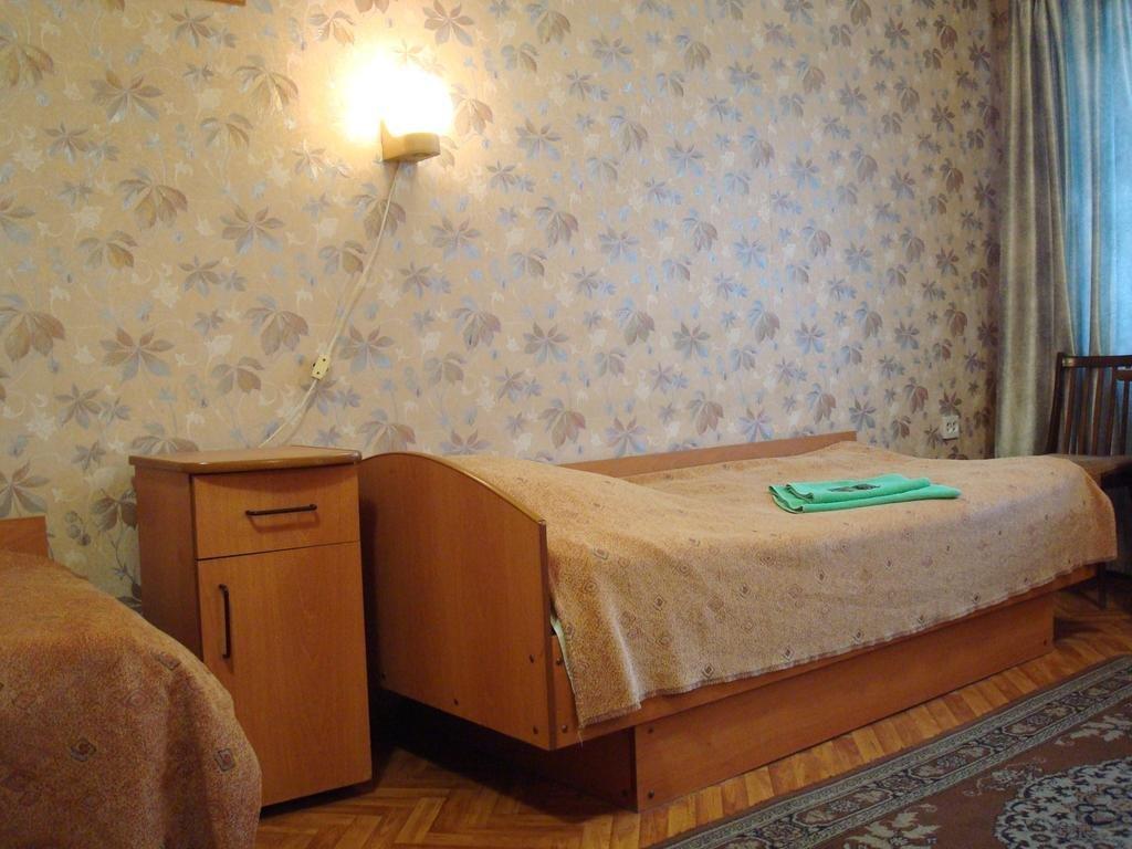 первая, гостиница турист в ярославле фото предстала голубом топе