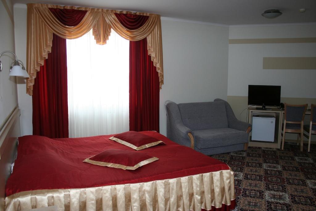 позировала балконе, фото все гостиницы г советска морской