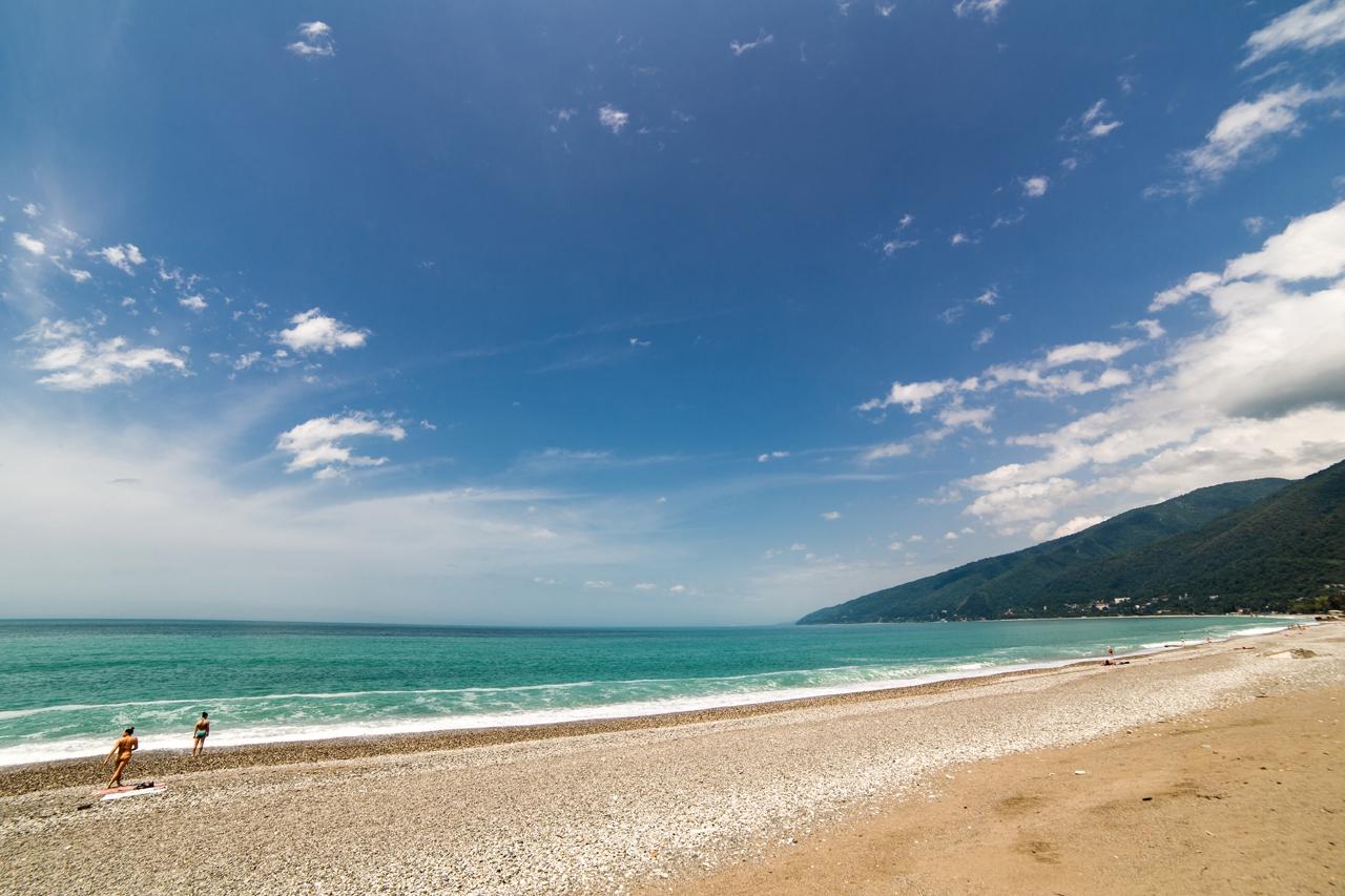 Пляж в гаграх фото цены