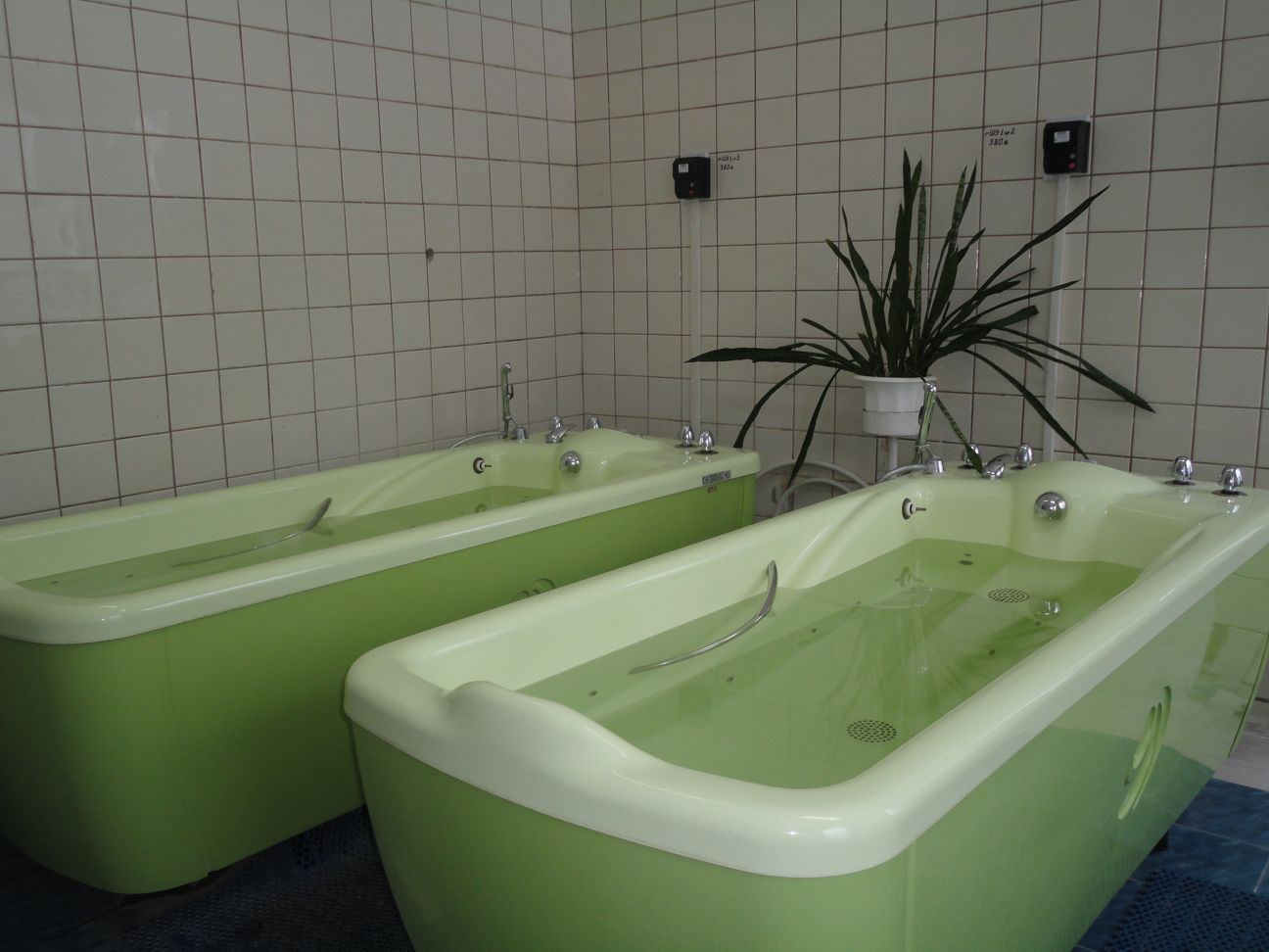 Лечебные ванны и душ в санаториях Лазаревского